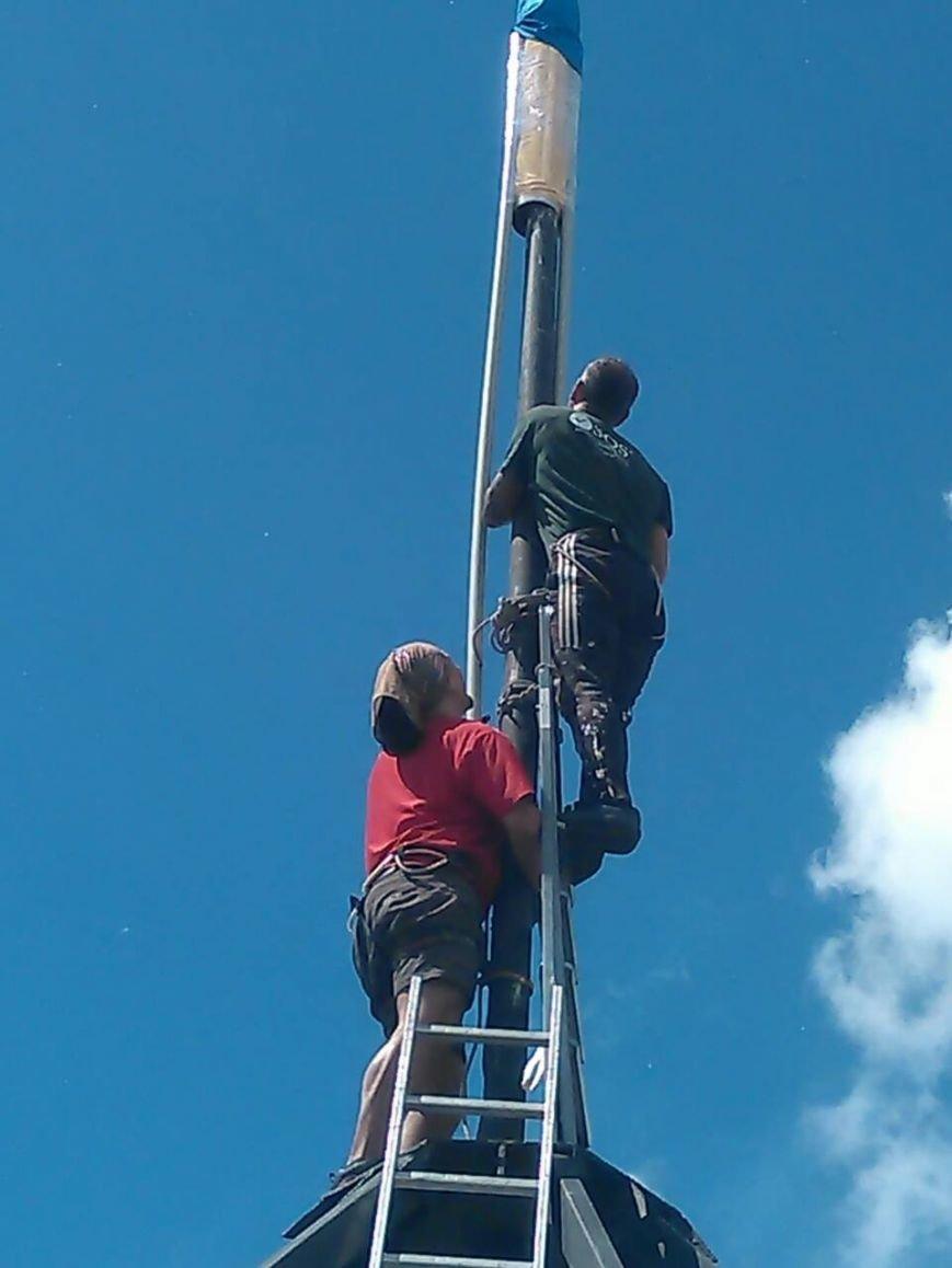 Патриотические Сумы: на крыше многоэтажки обновили флаги (ФОТО), фото-5