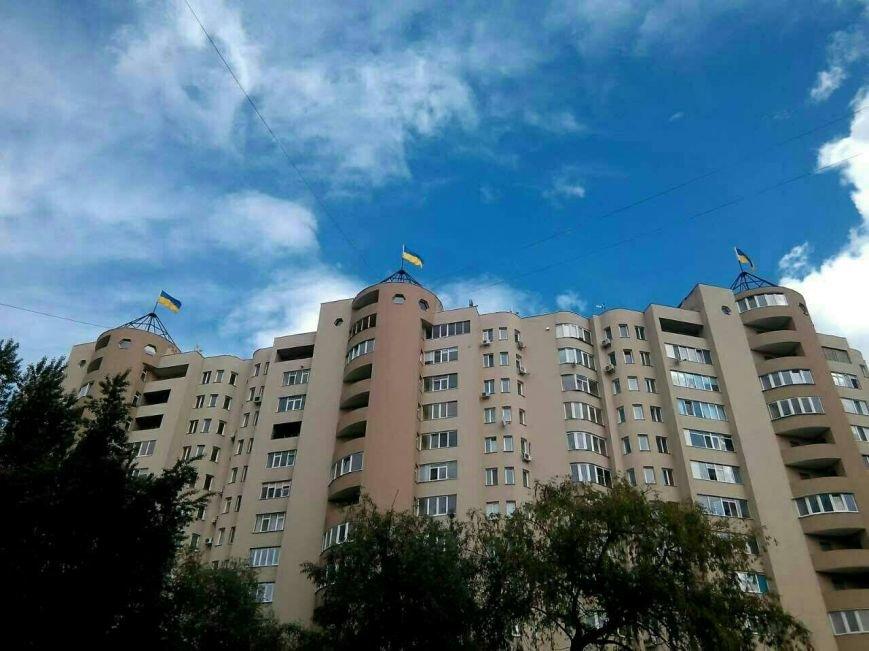 Патриотические Сумы: на крыше многоэтажки обновили флаги (ФОТО), фото-6