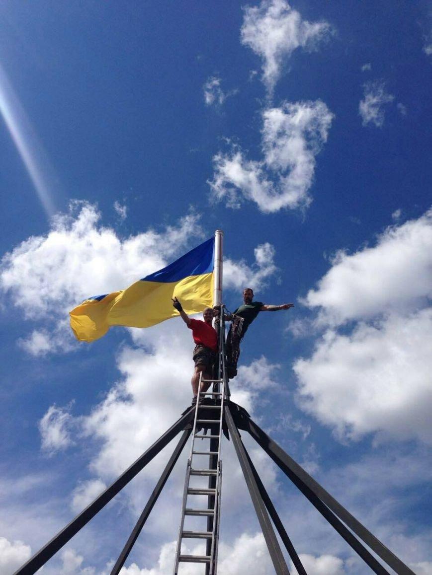 Патриотические Сумы: на крыше многоэтажки обновили флаги (ФОТО), фото-4