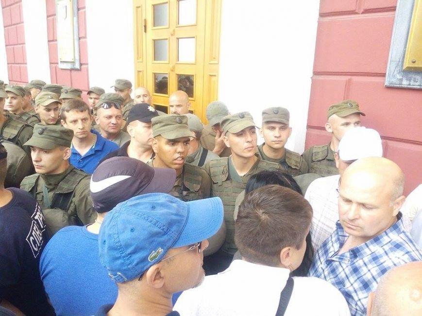 Скорая, пожарные, нацгвардия: Одесская мэрия в глубокой осаде (ФОТО), фото-6