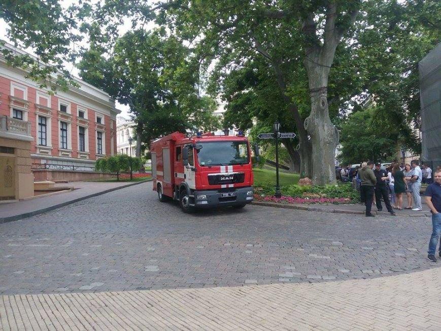 Скорая, пожарные, нацгвардия: Одесская мэрия в глубокой осаде (ФОТО), фото-1