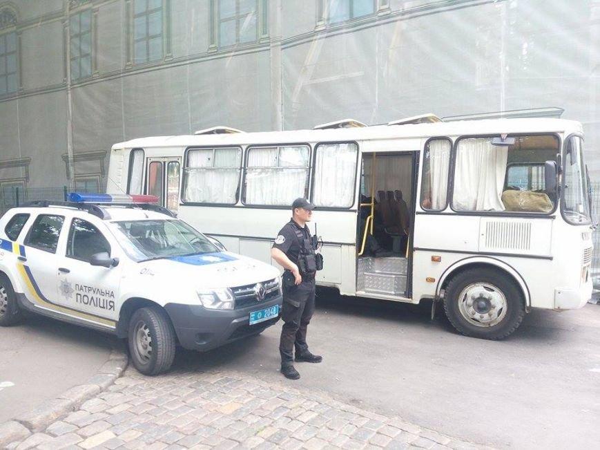 Скорая, пожарные, нацгвардия: Одесская мэрия в глубокой осаде (ФОТО), фото-2
