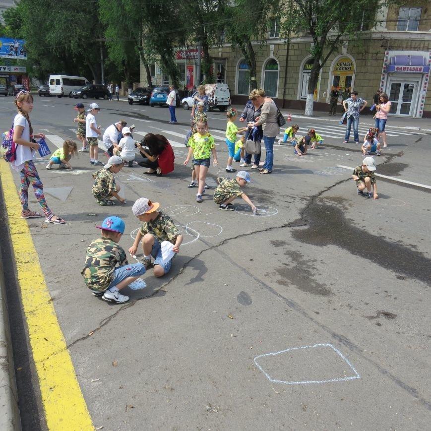 Полицейские собаки, куклы, байки и надувные светофоры. В Мариуполе прошел детский флэшмоб про ПДД (ФОТО), фото-14