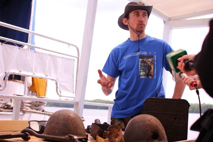 Запорожские археологи исследуют затонувшее на дне Днепра десантно-штурмовое судно времен Второй мировой, — ФОТОРЕПОРТАЖ, фото-8