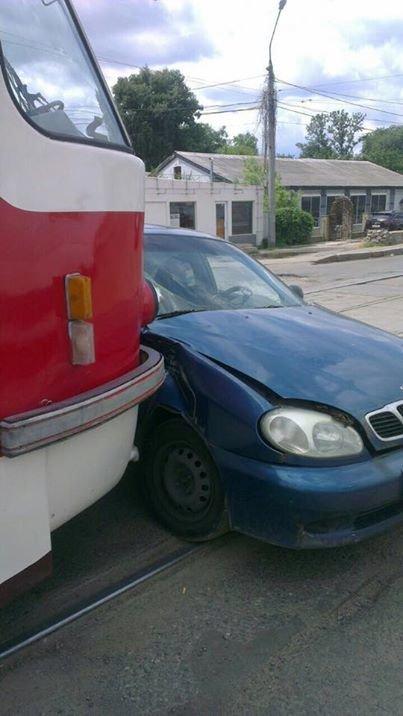 """На Плехановской трамвай протаранил """"Daewoo"""" и протащил машину еще несколько метров по дороге (ФОТО), фото-2"""