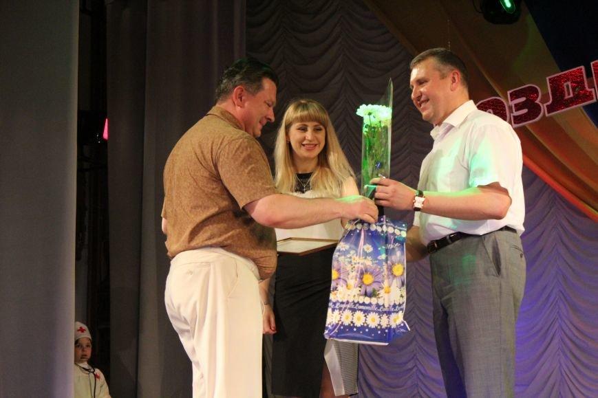 Мариупольских медиков поздравили с профессиональным праздником (ФОТО), фото-10