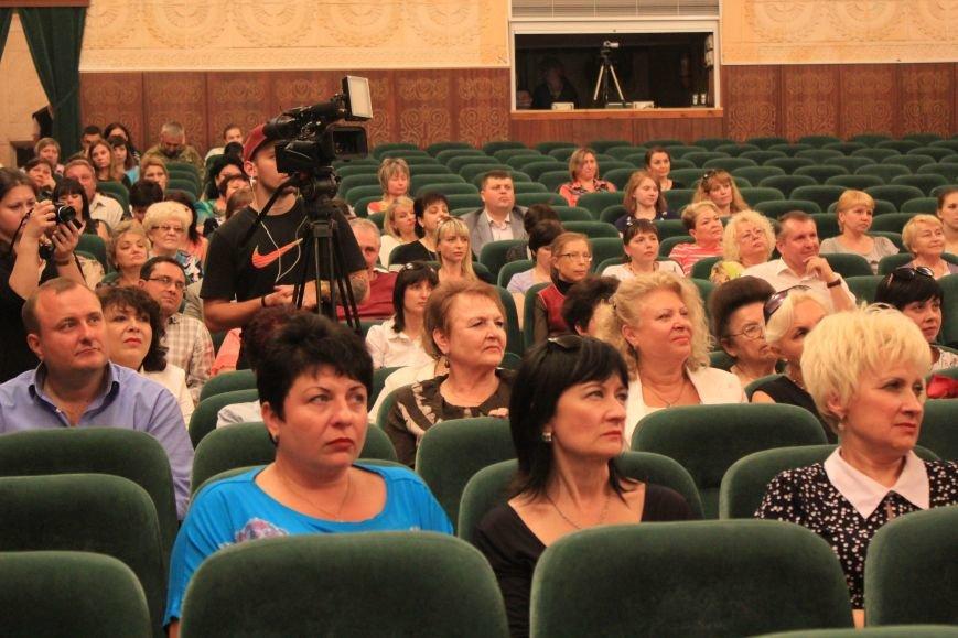 Мариупольских медиков поздравили с профессиональным праздником (ФОТО), фото-1