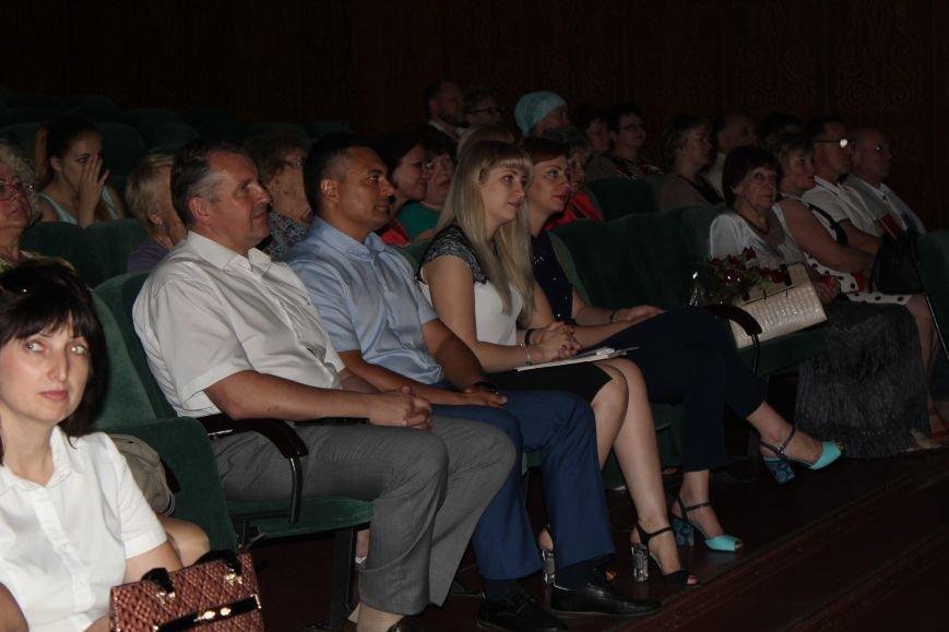 Мариупольских медиков поздравили с профессиональным праздником (ФОТО), фото-2