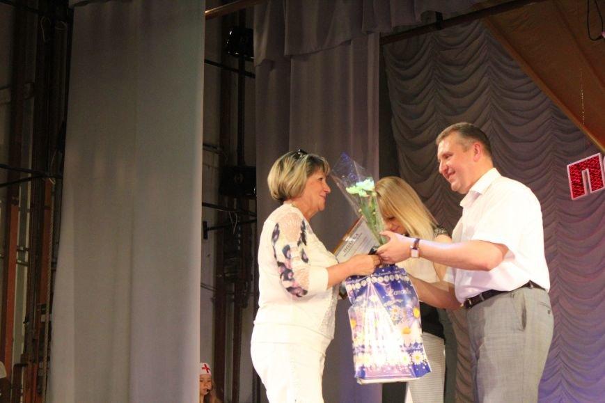 Мариупольских медиков поздравили с профессиональным праздником (ФОТО), фото-11
