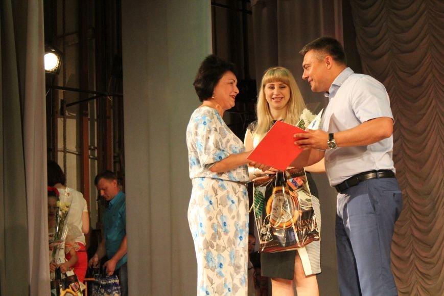 Мариупольских медиков поздравили с профессиональным праздником (ФОТО), фото-7