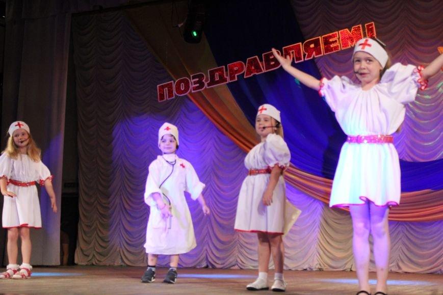 Мариупольских медиков поздравили с профессиональным праздником (ФОТО), фото-17