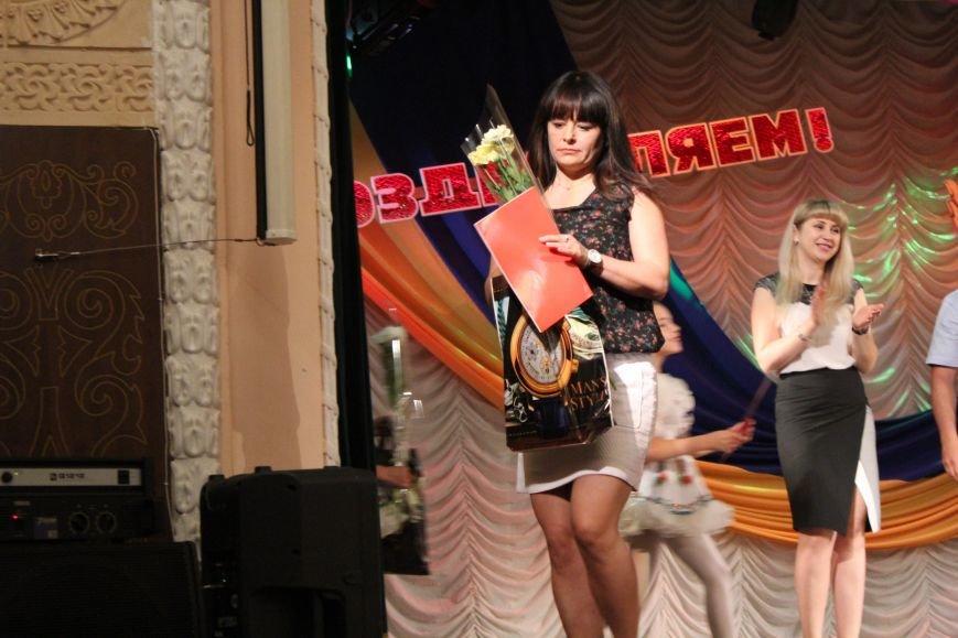 Мариупольских медиков поздравили с профессиональным праздником (ФОТО), фото-9