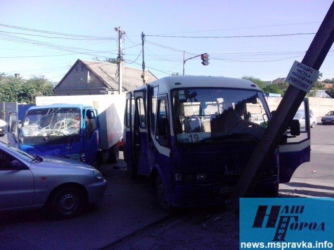 В Мелитополе грузовик врезался в маршрутный автобус: есть пострадавшие, – ФОТО, фото-4