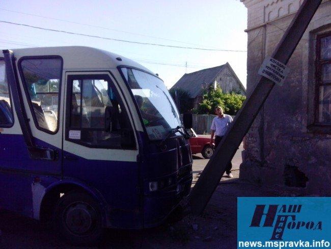 В Мелитополе грузовик врезался в маршрутный автобус: есть пострадавшие, – ФОТО, фото-1