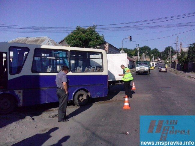 В Мелитополе грузовик врезался в маршрутный автобус: есть пострадавшие, – ФОТО, фото-3