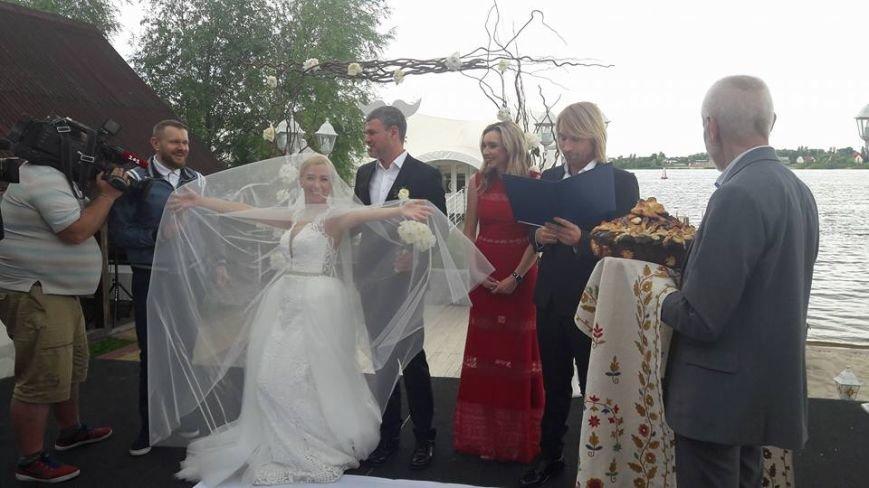 На свадьбу к известному запорожскому певцу пришли Александр Пономарев и Сашко Положинский, - ФОТО, ВИДЕО, фото-8