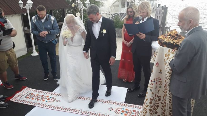 На свадьбу к известному запорожскому певцу пришли Александр Пономарев и Сашко Положинский, - ФОТО, ВИДЕО, фото-7