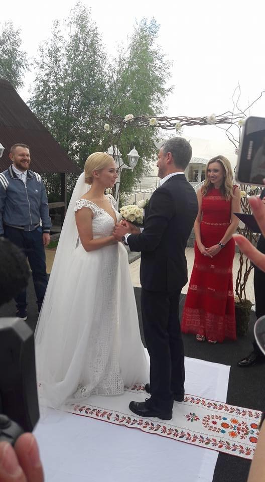 На свадьбу к известному запорожскому певцу пришли Александр Пономарев и Сашко Положинский, - ФОТО, ВИДЕО, фото-4