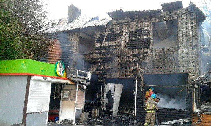 В мариупольской Сартане сгорели три магазина (ФОТО), фото-3
