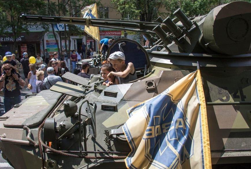 В Мариуполе начались праздничные мероприятия, посвященные 3-й годовщине со Дня освобождения города от боевиков (ФОТОРЕПОРТАЖ), фото-6