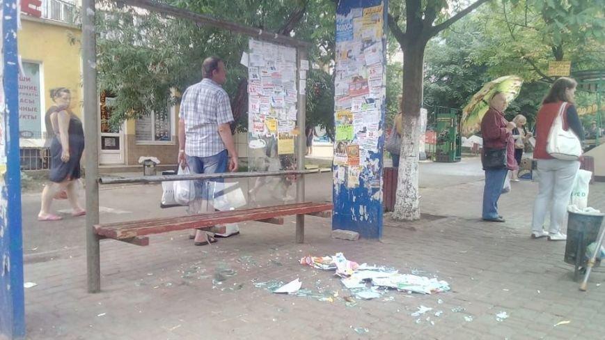 В Одессе хулиганы разгромили остановку (ФОТО), фото-1