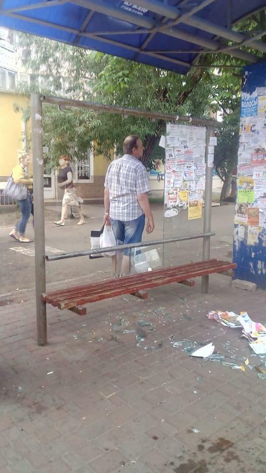 В Одессе хулиганы разгромили остановку (ФОТО), фото-3