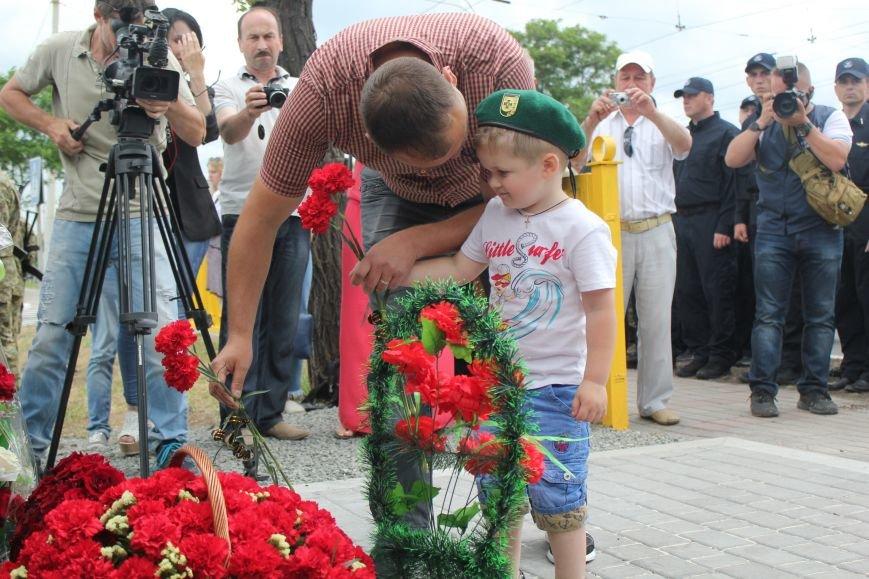 В Мариуполе открыли памятник погибшим пограничникам (ФОТО), фото-25