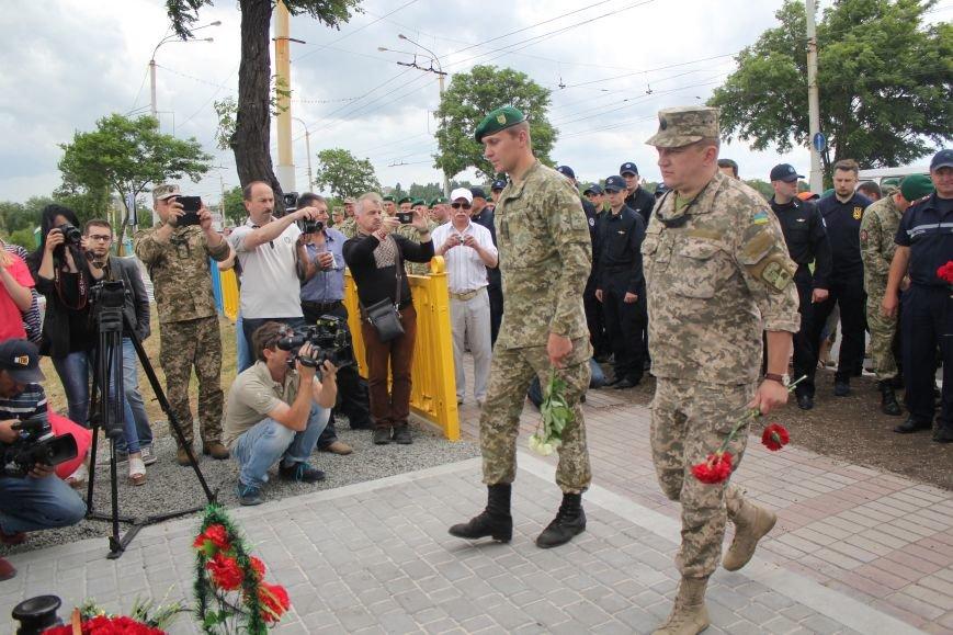 В Мариуполе открыли памятник погибшим пограничникам (ФОТО), фото-24