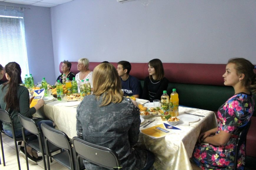 Школьники из Красногоровки отметили выпускной в Мариуполе (ФОТО), фото-1