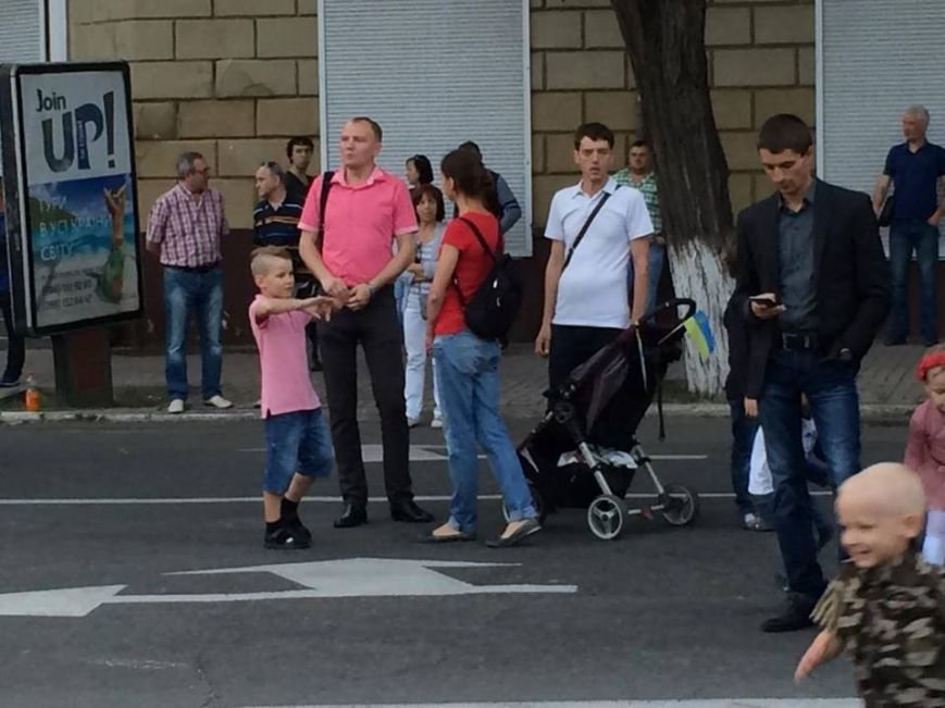 Концерт в честь Дня освобождения в центре Мариуполя прервался на неопределенный срок (ФОТО, ВИДЕО), фото-5