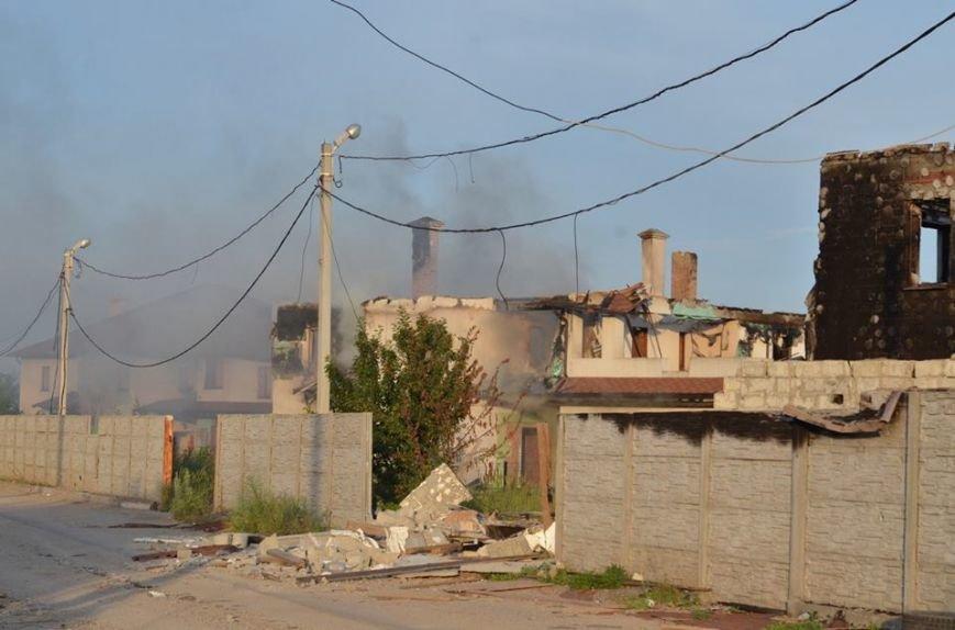 Боевики обстреляли жилой сектора Бердянского. Есть разрушения (ФОТО), фото-1