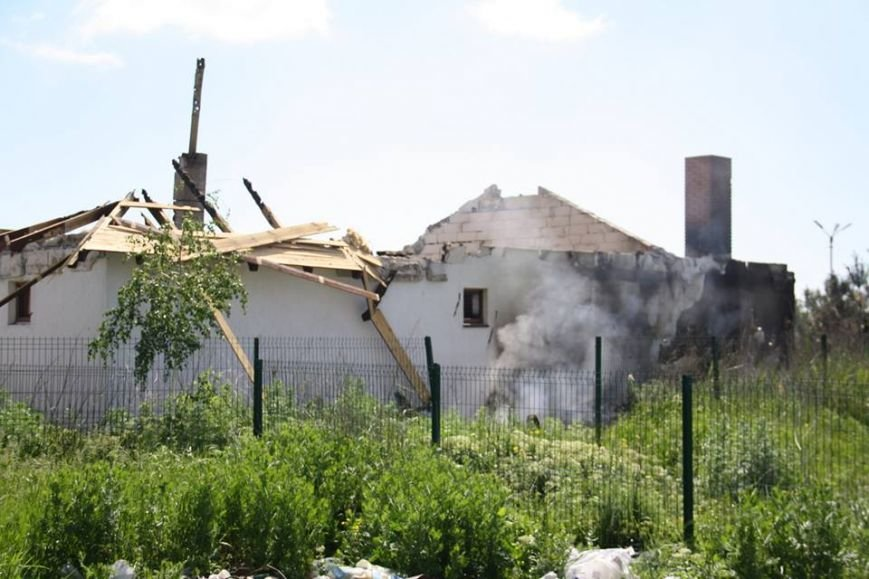 Боевики обстреляли жилой сектора Бердянского. Есть разрушения (ФОТО), фото-7