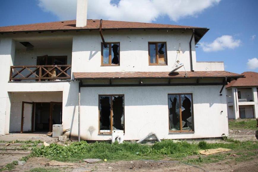 Боевики обстреляли жилой сектора Бердянского. Есть разрушения (ФОТО), фото-3
