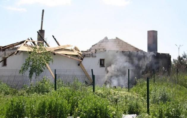 Боевики обстреляли жилой сектора Бердянского. Есть разрушения (ФОТО), фото-2