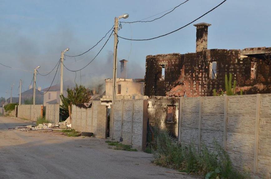 Боевики обстреляли жилой сектора Бердянского. Есть разрушения (ФОТО), фото-4