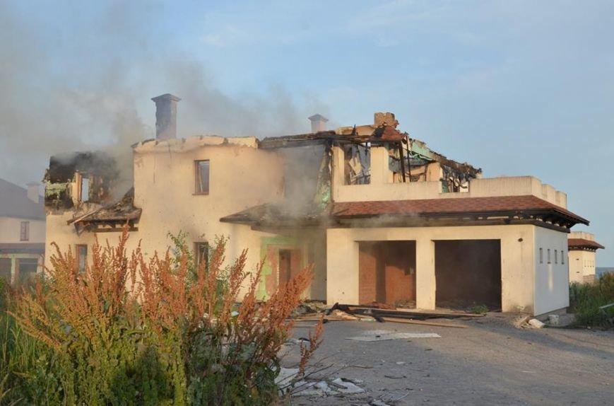 Боевики обстреляли жилой сектора Бердянского. Есть разрушения (ФОТО), фото-6