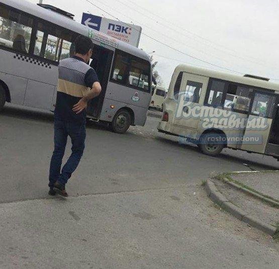 Гонки маршрутчиков обернулись травмой для пассажира в Ростове, фото-2