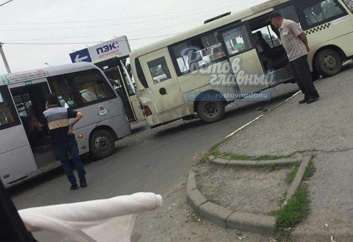 Гонки маршрутчиков обернулись травмой для пассажира в Ростове, фото-1