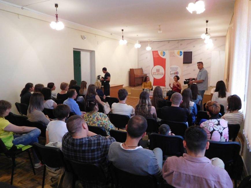 """В Запорожье презентовали книгу для подростков о насилии """"#яНеБоюсьСказати"""", - ФОТО, фото-2"""
