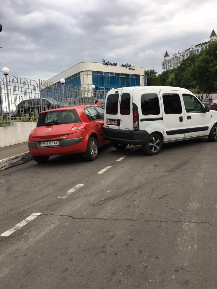 В Одессе машина сыграла злую шутку с водителем на спуске к морю (ФОТО), фото-1