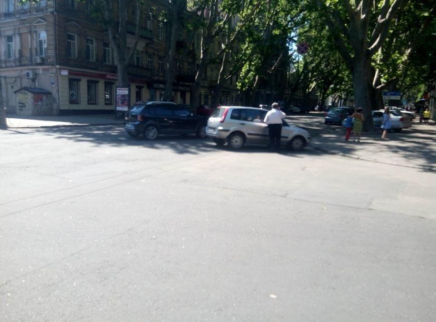 В Одессе авария заблокировала Ришельевскую: Полицию ждут уже час (ФОТО), фото-1