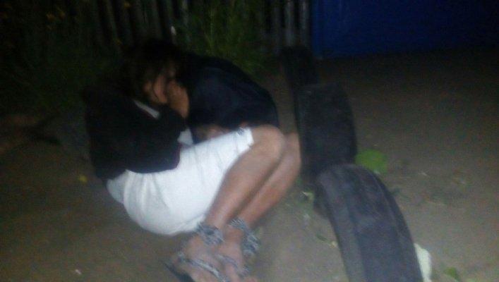 В Запорожской области пьяная пара уснула в клумбе, оставив на обочине коляску с ребенком, - ФОТО, фото-2
