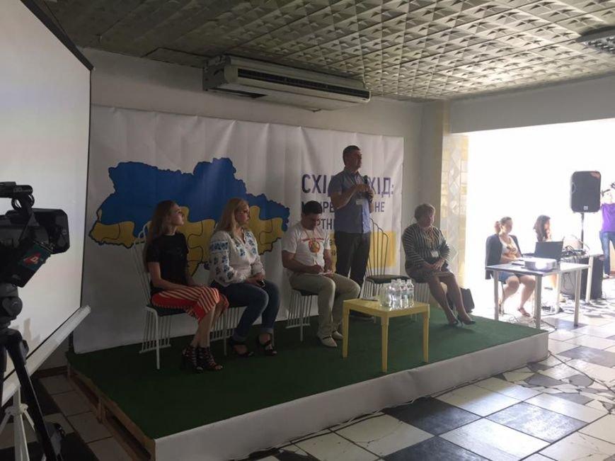 Под Мариуполем прошел Форум, объединивший молодежь Востока и Запада (ФОТО), фото-2