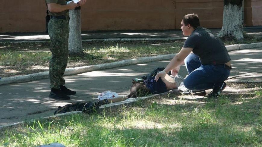 В центре Мариуполя возле детской поликлиники обнаружен труп мужчины (ДОПОЛНЕНО+ФОТО 18+), фото-3