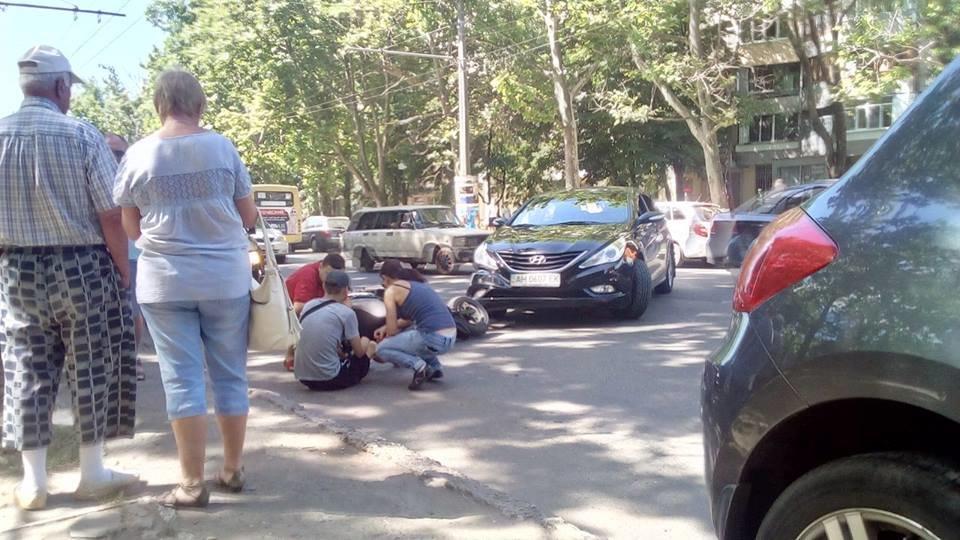 В Одессе на Таирова сбили мопедиста (ФОТО), фото-1