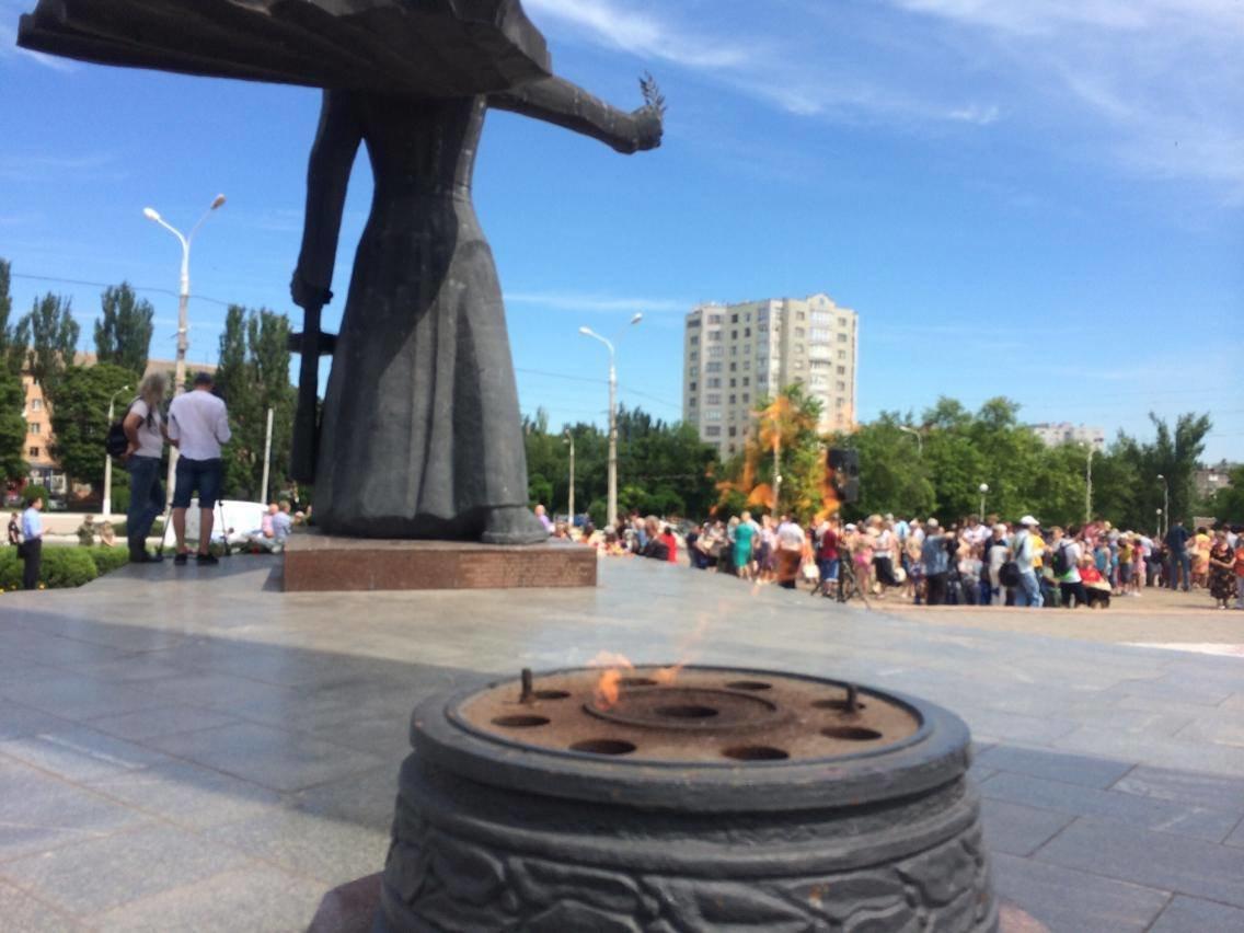 В Мариуполе прошел митинг ко Дню скорби и памяти жертв войны (ФОТО, ВИДЕО), фото-3