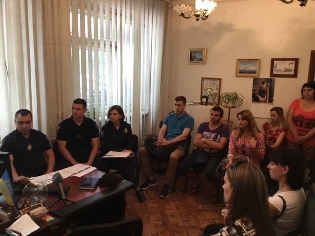 В Мариуполе ищут 111 патрульных полицейских. Завлекают зарплатой и отпуском от 30 дней, фото-1