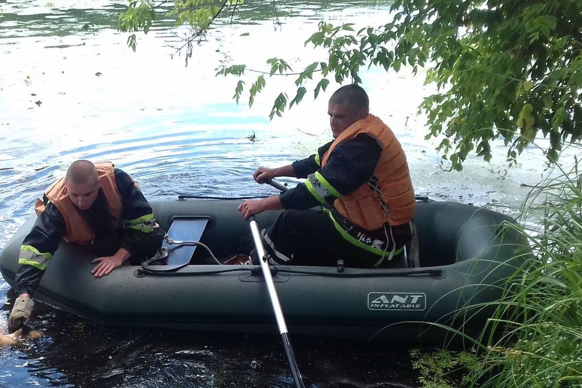В Харьковской области спасатели достали из реки труп мужчины (ФОТО), фото-1