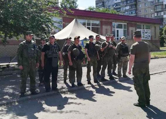 В Мариуполе выпускников будет охранять максимальное число полицейских, фото-3