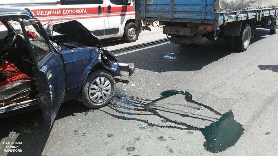 """В Мариуполе """"пятерка"""" врезалась в грузовик. Есть пострадавший (ФОТО+ВИДЕО), фото-3"""